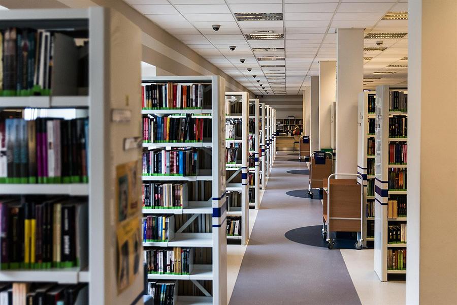 Kirjasto - avoin olohuone