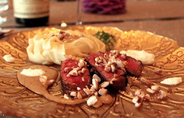 Maistelumenu - merileväkaviaaria, kookoskastiketta ja rosmariini-sabayon