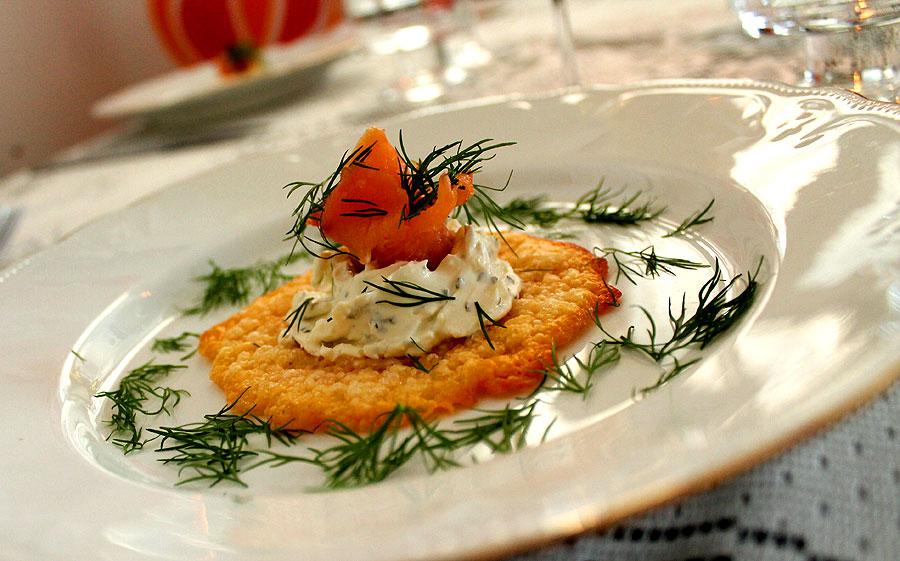 Samppanjamenu – äyriäisiä, kalaa, mansikkasalsaa ja juustoja, Voimapuu