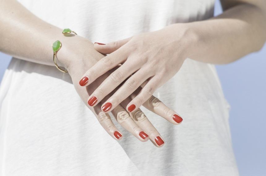 Oikealla hoidolla kauniit, pehmeät kädet, Luonnollisesti